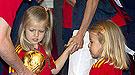 Las infantas Leonor y Sofía se suman a la fiesta de los campeones del mundo