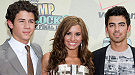 Jonas Brothers, impecables en el estreno de 'Camp Rock 2' con Demi Lovato