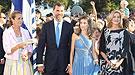 Felipe, Letizia y las Infantas posan juntos en Grecia para acallar rumores de peleas