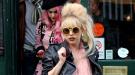 El último disfraz de Lady Gaga: de ave zancuda
