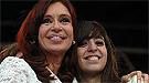 La hija de Néstor Kirchner recibe la noticia de la muerte de su padre en Nueva York