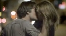 Miley Cyrus: besos subidos de tono en su nuevo videoclip