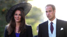 Carlos de Inglaterra anuncia el compromiso oficial del Príncipe Guillermo con Kate Middleton