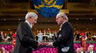 Mario Vargas Llosa recibe el Nobel de Literatura rodeado de su familia y Genoveva Casanova