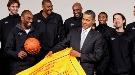 Barack Obama y Pau Gasol se divierten juntos jugando al baloncesto