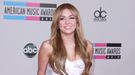 Las imágenes de Miley Cyrus fumando disparan la venta de salvia en California