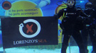 Jorge Lorenzo se sumerge entre tiburones para despedir el 2010