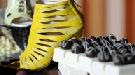 Burak Uyan inaugura el año con un desfile de zapatos en Singapur