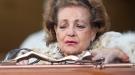 Carmen Sevilla, rota de dolor sobre el féretro de Augusto Algueró