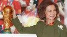 La Reina Sofía inaugura FITUR levantando la Copa del Mundo de fútbol