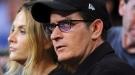 La última hora de Charlie Sheen: la policía registra su casa en busca de armas