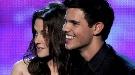 Kristen Stewart y Taylor Lautner sufren los efectos del tsunami de Japón