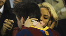 Shakira sufre en Mestalla viendo como pierde Gerard Piqué ante el Real Madrid