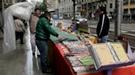 El Día del Libro abre con el desayuno de los escritores en Barcelona, preocupados por la crisis y las lluvias
