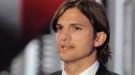 Ashton Kutcher da las gracias a Charlie Sheen por felicitarle en Twitter tras su 'fichaje'