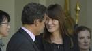 Sarkozy confirma el embarazo de Carla Bruni, diciendo que 'no puede viajar'