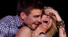 Piqué y Shakira celebran la Champions desbordando pasión sobre el escenario