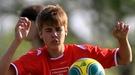 Selena Gomez sufre viendo cómo Justin Bieber se lesiona jugando al fútbol