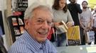 Mario Vargas Llosa, centro de atención en la Feria del Libro de Madrid 2011