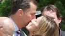 El beso más cariñoso de los Príncipes Felipe y Letizia a las puertas del Senado