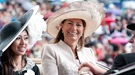 Carole Middleton y Liz Hurley protagonizan la jornada de las mujeres en Ascot