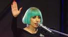 Lady Gaga se queda calva en medio de un concierto