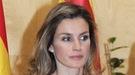 Letizia Ortiz acompaña a don Felipe a Girona con un 'look' muy veraniego
