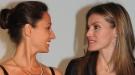 Letizia Ortiz sorpende en la entrega de la Beca Fero con un look muy moderno