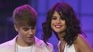 Selena Gomez ignora a Justin Bieber en el vídeo del backstage de su gira 'We own the night'