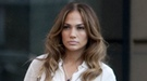 Jennifer López, sensual frutera en las primeras imágenes de 'Papi'
