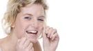 El correcto uso del hilo dental