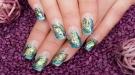 Cómo pintar tus uñas con agua y conseguir formas psicodélicas