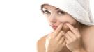 Cómo disimular los granos con pasta de dientes