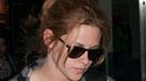 Kristen Stewart, vetada por Pattinson, no deja de llorar... pero en casa de otro