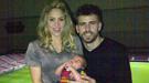 Primera foto de la familia Piqué: Gerard y Shakira posan con un Milan 'culé'