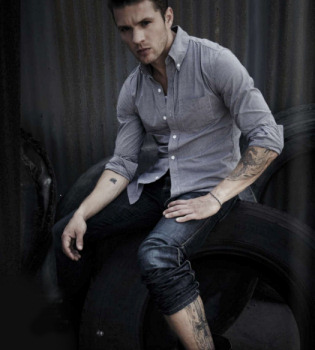 Ryan Phillippe enseña tatuajes