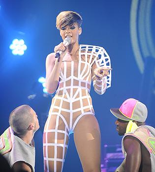 Rihanna emocionada en coincidir con Shakira en el 'Rock in Rio Madrid'