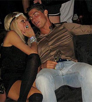 Cristiano Ronaldo espera a Paris Hilton en el Mundial de Sudáfrica