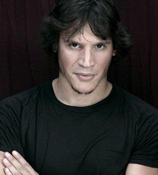 Sergio Peris Mencheta dará vida al Capitán Trueno