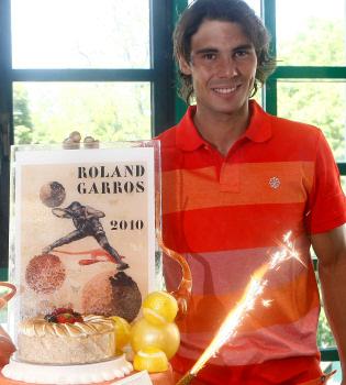 Rafa Nadal celebra su 24 cumpleaños en Roland Garros