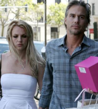 El novio de Britney Spears le pone los cuernos con su asistente