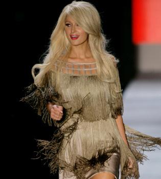 Paris Hilton se sube a la pasarela en Brasil