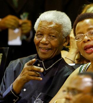 Biznieta de Nelson Mandela muere al salir del concierto del Mundial