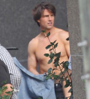 Tom Cruise pillado sin camisa en un rodaje