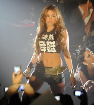 Ashley Greene, Miley Cyrus y Demi Moore, juntas en la gran pantalla
