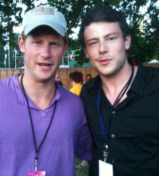 El Príncipe Harry, fan de 'Glee' con Cory Monteith