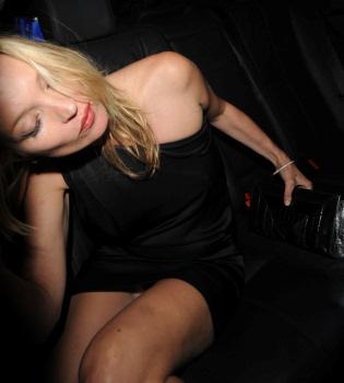 Kate Moss se emborracha durante una fiesta en su honor