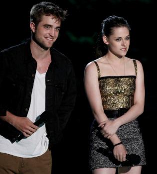 Un sueldo exagerado para Robert Pattinson, Kristen Stewart y Taylor Lautner por 'Amanecer'