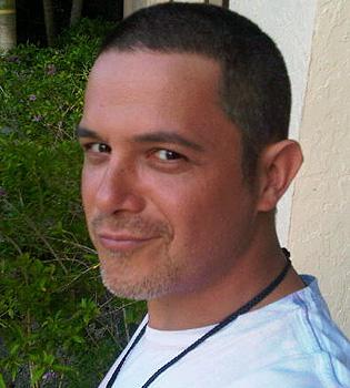 Alejandro Sanz cumple su promesa y se rapa la cabeza
