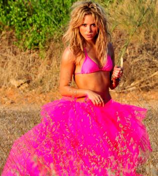Shakira saca tiempo para el trabajo y la fiesta en Ibiza